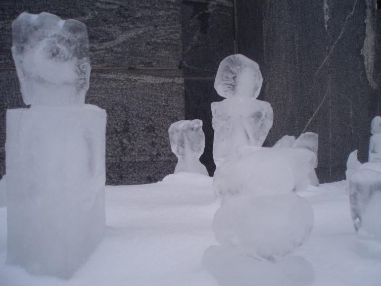 Rauman kuvataidekoulu jääveistoksia