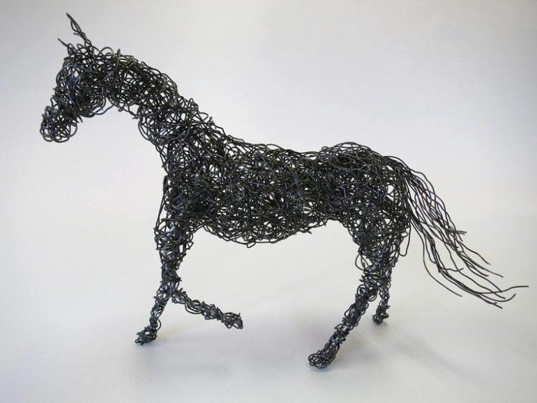 Rautalankatyö, hevonen