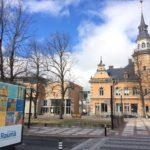 Rauma 575 vuotta juliste katumainoksena kaupungintalon edustalla kuvataidekoululaisten yhteistyö 2017