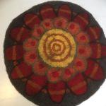 mandala istuinalunen punainen kukka