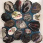 Musta, harmaa , turkoosi kivialunen