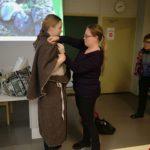 Opas puetaan pronssikautiseen asuun