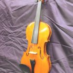 Soitinrakennus viulu edestä