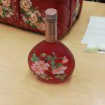lasipullo punainen ruusukuvio