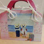 puiset kassit aiheena kaksi lasta rannalla