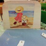 puiset kassit aiheena kaksi lasta rannalla 4