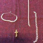 Kullanvärinen rippiristi kuningaspunonnalla, Ruska hopeaketju, solmion pidike muinaiskejusta ja Noora ranneketju