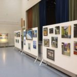Maalauskurssien näyttely aulassa keväällä 2019 (4)
