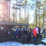 Opas-kurssilaiset Unescon maailmanperintökohteeseen tutustumassa Sammallahdenmäellä