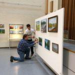 Opistotalon maalausnäyttelyä rakennetaan 2019 (2)