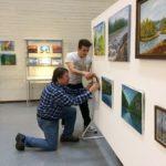 Opistotalon maalausnäyttelyä rakennetaan 2019 (3)