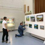 Opistotalon maalausnäyttelyä rakennetaan 2019 (4)