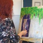 Palettiveitsellä maalausta