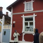 Rauma-oppaan kurssilla opaskierroksella Vanhassa Raumassa