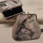 Ruskeasävyiset kaksiosaiset kehyskukkarot lintukuvio