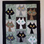 Seinävaate kissa-aiheilla