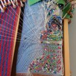 Tekovaiheessa oleva Suojelusenkeli taulu. Nypyliä työssä 200 kpl, valkoinen pellavalanka. Taulun valmis koko 33 x 45 cm. Keskiviikkoryhmästä.