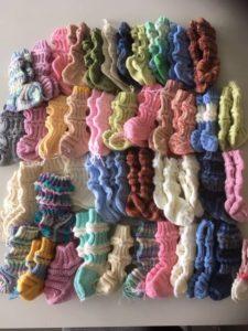 Novellikoukkulaisten neulomia sukkia
