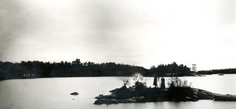 Juhannuskokon poltto Rauman saaristossa