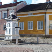 Rauman taidemuseo ja Hauenguanon kaivo.