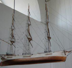 torstai-akatemian laivalogo