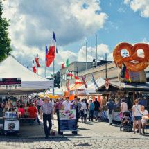 kansainvaliset suurmarkkinat ihmisia ostoksilla