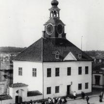 Vanha valokuva Rauman raatihuoneesta vuodelta 1899.