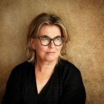 Kuvassa tietokirjailija Johanna Pakola