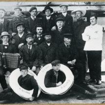 Vanhan ajan mustavalkoinen kuva merimiehistä