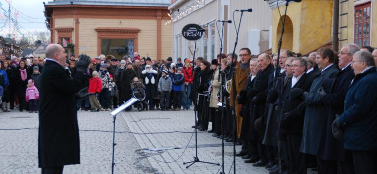 joulurauhan julistus Rauman Kauppatorilla, mieslaulajat