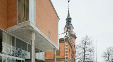 Kaupungintalo edestä talvella