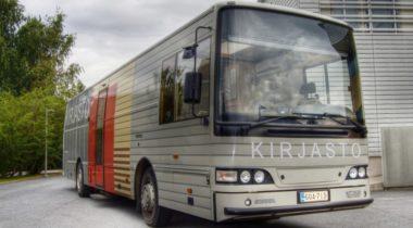 Rauman kaupungin kirjastoauto edestä