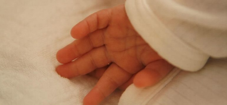 vauva, käsi