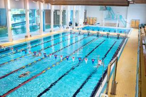 uimahallin-allaskuva