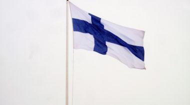 Suomen lippu, itsenäisyyspäivä