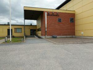 Lapin koulun liikuntasalin sisäänkäynti.