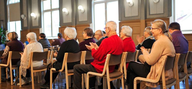Yleisöä Posellissa Senioreiden Kulttuuriviikoilla