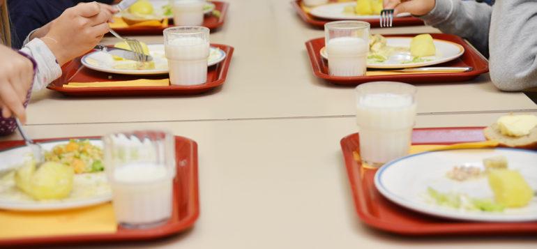 Kouluruokailua Kourujärven koululla