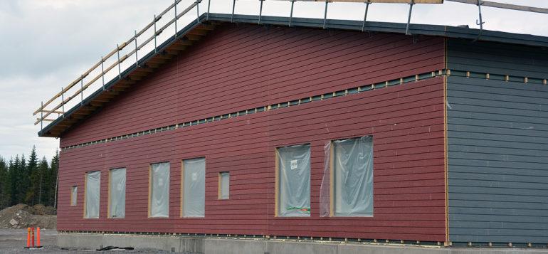 pohjoiskehän koulu_a-osa punainen seinä