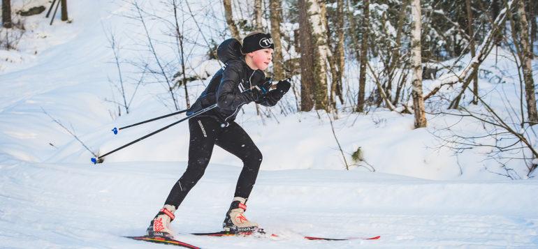 hiihto_sukset_talvi_tyttö
