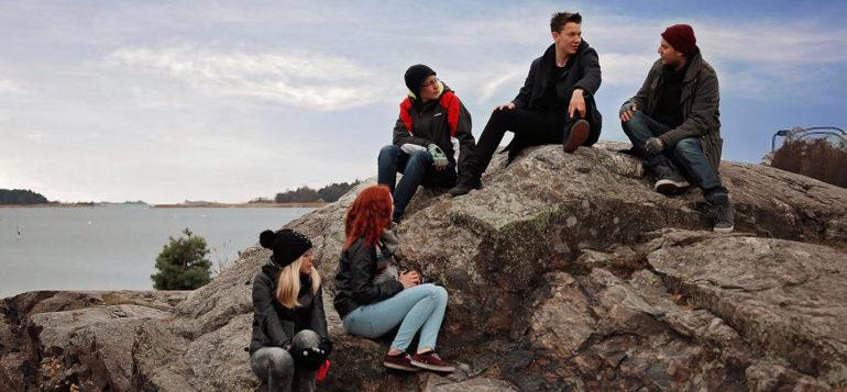 Nuoret kalliolla
