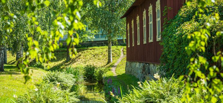 Kuvituskuvassa Raumanjoki kesällä