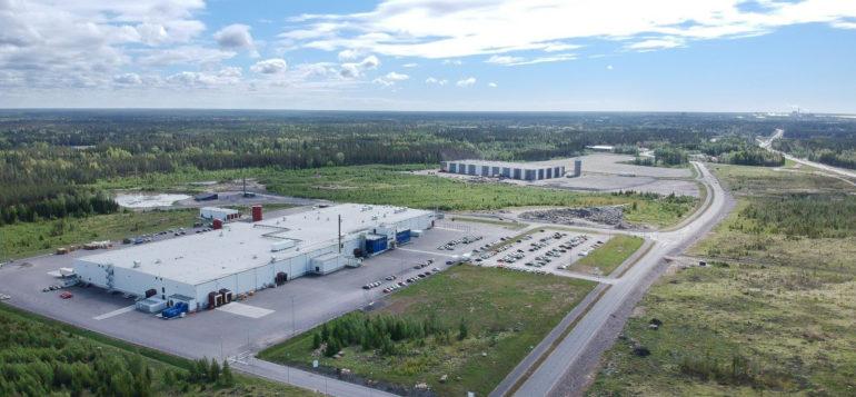 Lakarin teollisuusalue ilmasta kuvattuna.