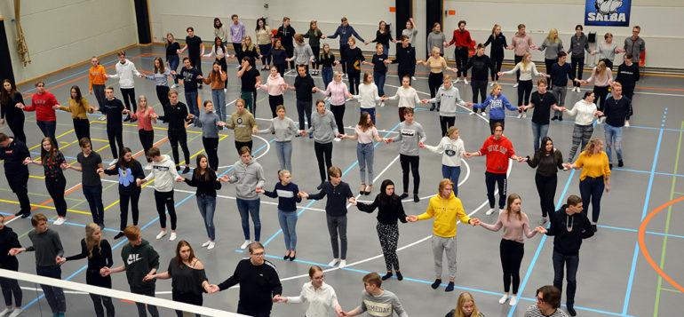 Kuva: vanhojen tanssien ryhmäharjoitukset 2020, kuvaaja Sofia Martens