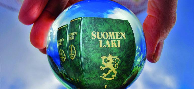 Kuva: lakikirjat kristallipallon sisässä, kuvituskuva