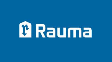 Valkoinen Rauma-logo sinisellä pohjalla.