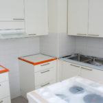 Meriraumantien asunnon keittiö